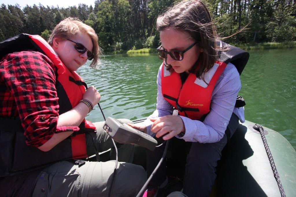 Conducting lake water measurements at Lake Głęboczek